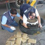 AFIP secuestró 250 kilos de marihuana ocultos en un auto y un camión