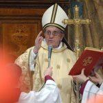 El papa Francisco pidió caminar junto a Cristo y edificar la Iglesia, al oficiar su primera misa